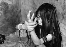 监狱中的缅甸女囚犯:带着孩子吸毒,毒瘾发作精神恍惚