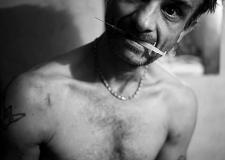 恐惧、绝望、沉沦:那些挣扎在生死边缘的艾滋病患者