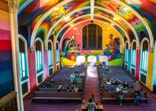 宗教和致幻剂分不开,但教堂还是第一次被做成大麻俱乐部